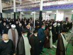 اقامه نماز ظهر عاشورا توسط عزاداران ساوجی
