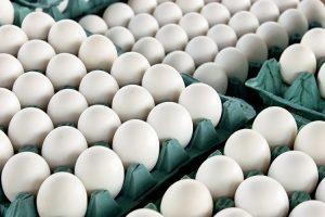 فروش دانه ای تخم مرغ در ساوه تخلف صنفی است/فقط کیلویی بفروشید
